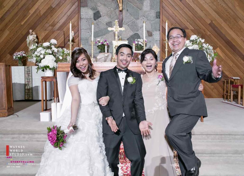 Wedding Family Portrait funny moment